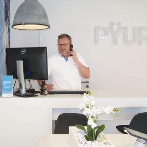 Pyur Laden mit Mitarbeiter
