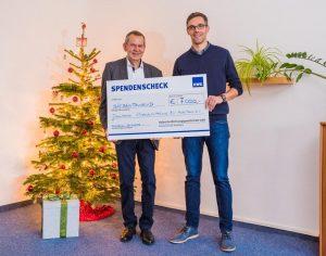 Geschäftsführer Herr Marx übergibt einen Spendenscheck an den Deutschen Kinderschutzbund BV Halle (Saale) e.V.