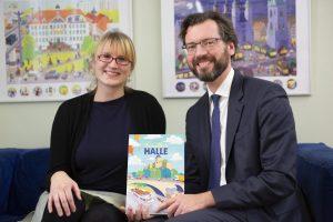Frau Faust und Herr Schirr präsentieren das neue Wimmelbuch